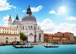 The-Grand-Canal-and-Basilica-Santa-Maria-della-Salute-of-Venice-in-Italy1