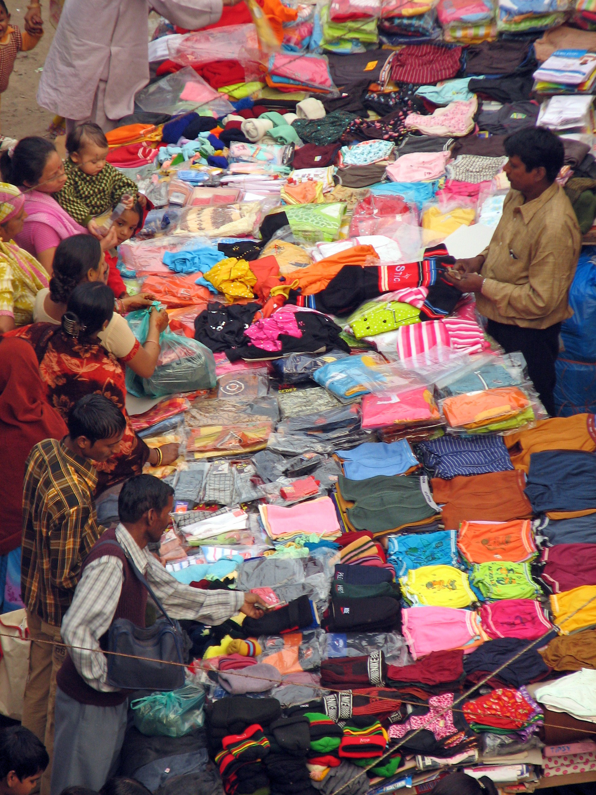 india_-_delhi_-_010_-_clothing_for_sale_2085662693